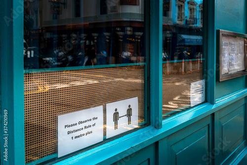 Valokuvatapetti Social Distance Sign at Restaurant Window during Covid in London, UK