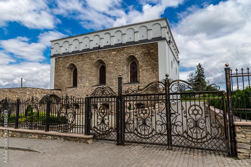 Valokuvatapetti A beautiful synagogue in the village of Satanov. Ukraine.