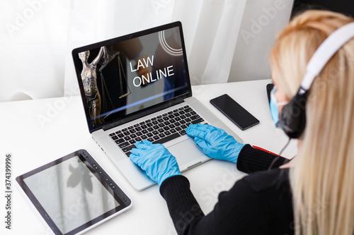 Woman video conferencing with lawyer on laptop Tapéta, Fotótapéta