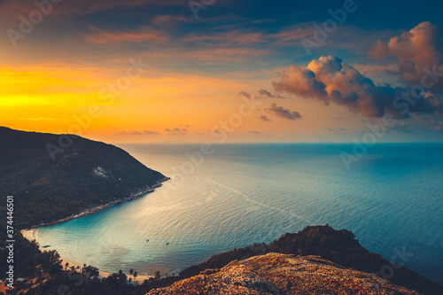Obraz na plátně Silhouette Thailand sunset aerial: ocean gulf at mountain jungle, sand beach coast of Koh Tao Island, Asia