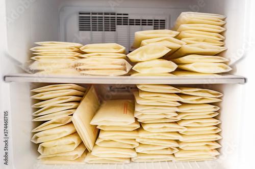 Fotografia stack milk from mom in stock