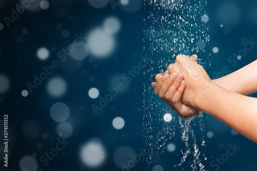 Fotografia Human washing hands in clean water