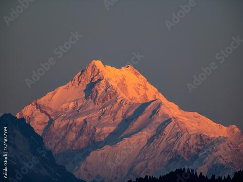 Sonnenaufgang in Gangtok mit Blick auf den Kanchenjunga