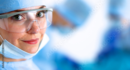 Foto Female surgery in the operating room
