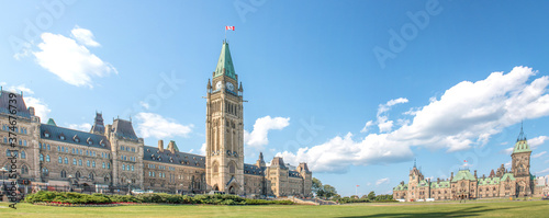 Foto The East Block and The Centre Block on Parliament Hill Ottawa Ontario Canada