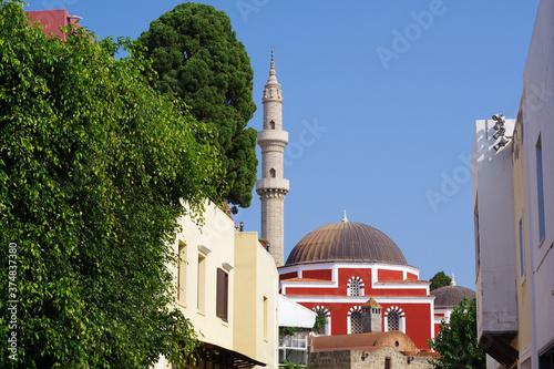Платно Mosquée dominant la vieille ville de Rhodes