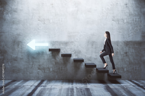 Fotomural Young businesswoman walking on stairs to success with arrow