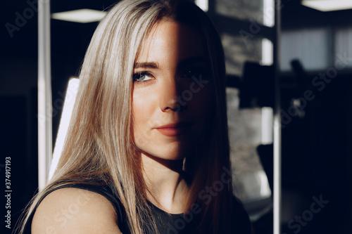 Fényképezés Close up portrait of a beautiful blonde woman with long hair smiling