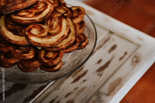 Closeup shot of delicious homemade cookies in a transparent vase Fototapet