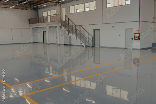 Fotografia Epoxy and waxed flooring with colorful signage.
