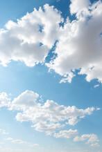 Nubes En Verano En Un Día Sol...