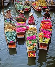 Women Market Traders In Boats Laden With Fruit And Flowers, Damnoen Saduak Floating Market, Bangkok, Thailand, Southeast Asia, Asia