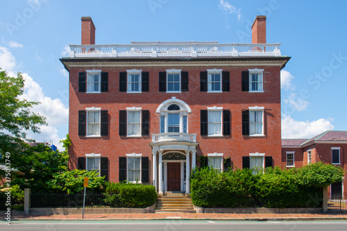 Fotografía Andrew Safford House with Federal style at 13 Washington Square West in Historic city center of Salem, Massachusetts MA, USA