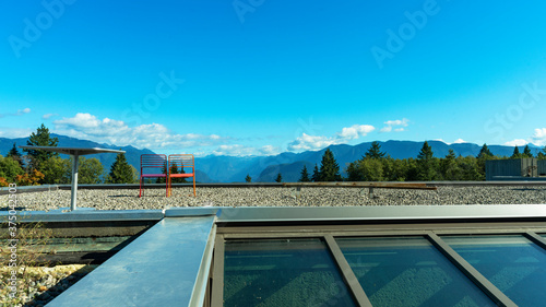 Fotografia, Obraz Make-shift viewpoint and coffee rest-stop on roof of building overlooking mounta