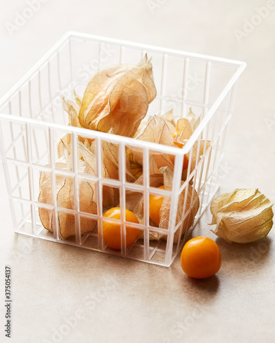 Photo Cape Gooseberries in a basket