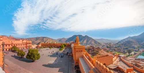 Tourists enjoy an elephant ride at Amer Fort Jaipur Rajasthan Fototapet