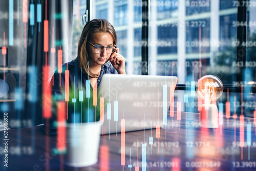 Photo Businesswoman working at modern office
