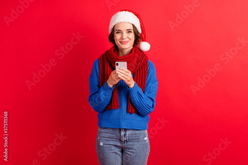 Fényképezés Photo positive girl in santa claus cap use smartphone enjoy christmas season sho