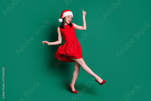 Carta da parati Full body photo of cute attractive lady newyear party festive good mood dancing