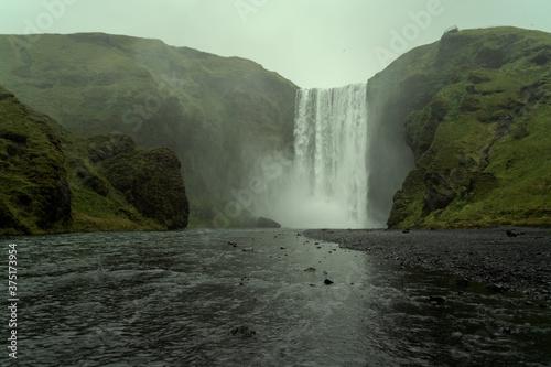 Photo Skogafoss waterfall in South Iceland. Beautiful nature landscape