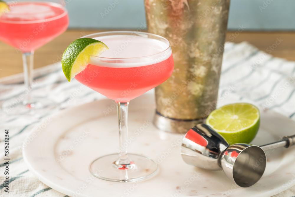 Fototapeta Refreshing Cold Pink Cosmopolitan Cocktail