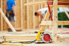 Construction: Radial Saw Sitti...