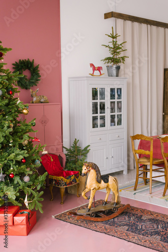 Vintage living room decorated for Christmas and New Year Canvas-taulu