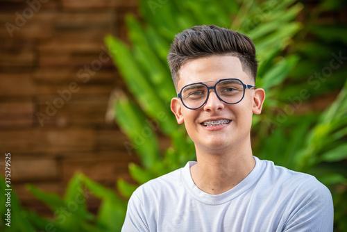 Photo joven con lentes