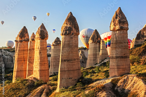 Obraz na plátně Flying balloons over unbelievable Love valley, Cappadocia, Turkey