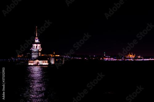 Kiz tower in Istanbul © mehmetkaanildiz