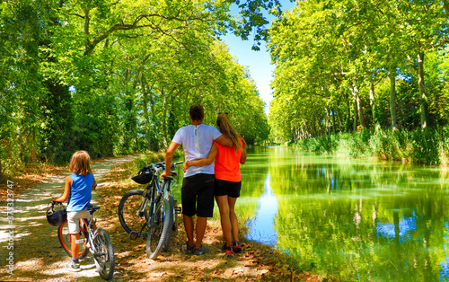 Cuadros en Lienzo Family with bikes- sport, holiday, family concept France, Canal du Midi