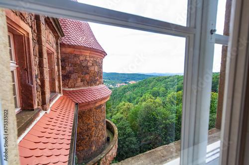 Zamek Wałbrzych widok z okna pałac zabytek las dolny śląsk - 375335122