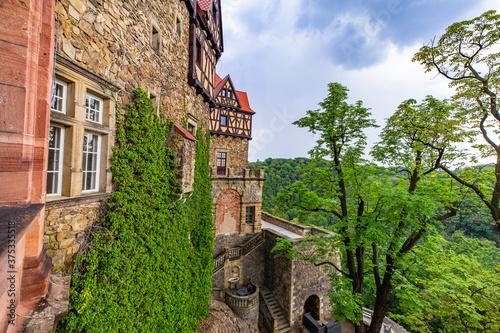 Zamek Wałbrzych widok z okna pałac zabytek las dolny śląsk - 375335518