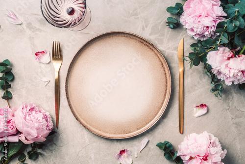Foto Tableware, flowers for serving a festive table, dinner