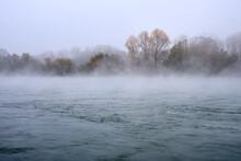 Nebel Im Herbst über Dem Rhei...