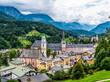 canvas print picture - Berchtesgaden Zentrum mit Schloss uns Stiftskirche eingebettet in eine Berglamdschaft bei wolkenverhangenem Himmel