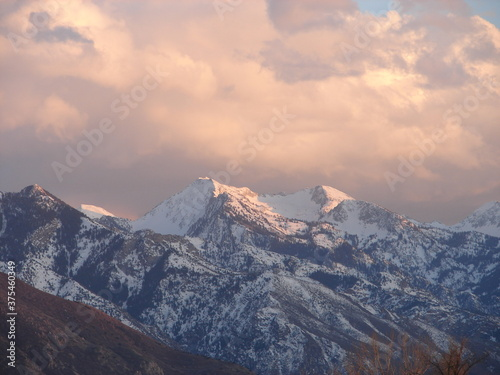 Платно Bell's Canyon, Wasatch Mountains, Salt Lake City, Utah, snowy mountains with alp