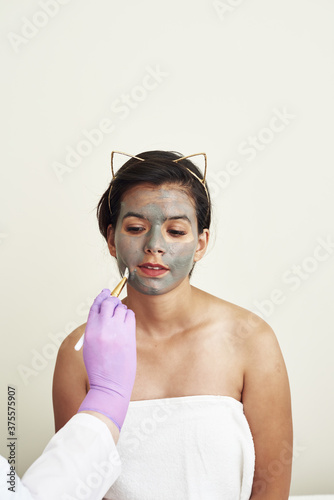 Cuadros en Lienzo A gray mud mask is applied to a lovely young woman