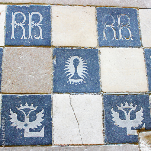 Sol de l'abbaye de Fontevraud avec des motifs et armoiries Canvas Print