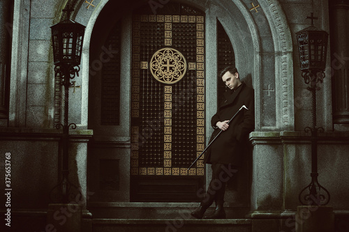 Handsome vampire waiting Canvas-taulu