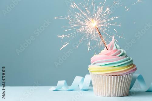 Stampa su Tela Rainbow birthday cupcake with sparkler