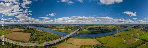 The Rader Hochbrücke crosses the A 7 federal motorway between the Rendsburg/Büdelsdorf junction and the Rendsburg interchange via Kiel Canal and Borgstedter Enge Fotobehang