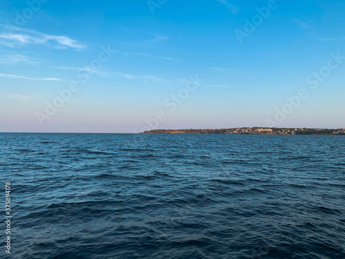 Fotomural Seascape with wide and calm waters at sunset