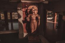 Mały Posąg Buddy W świątyni.