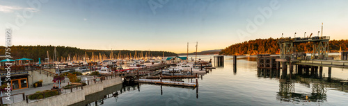 Photo Panorama sunset at Friday Harbor in San Juan Islands, Washington, USA