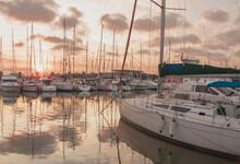 Puerto Deportivo En El Mar Med...
