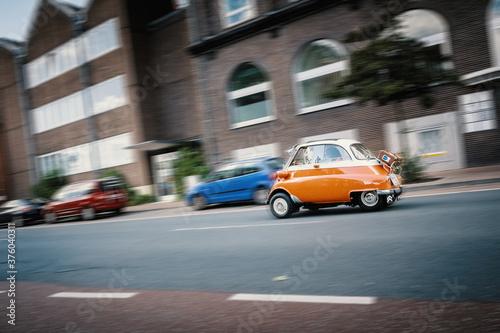 Die kleine nostalgische Knutschkugel Isetta fährt durch die Stadt Emden Canvas Print