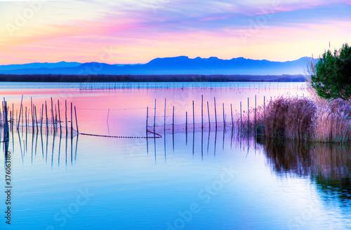paisaje del mar en calma al amanecer Fototapete