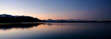 뉴질랜드 호수의 석양 ...
