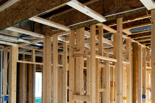 Foto new residential construction house framing